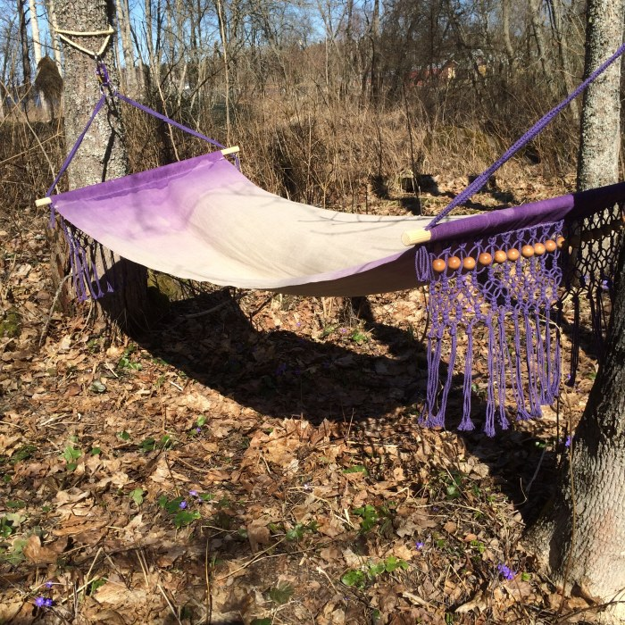 the finished hammock i made with macrambe and ombre
