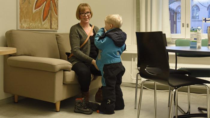 Att följa med till mammas jobb var roligt, tyckte 4-årige Lenni Salonen.