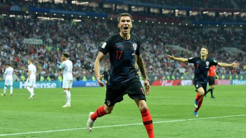 Zlatan gratulerar kim efter flytten