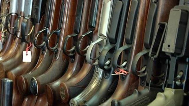 massor av skjutvapen i nordiska hem samh lle. Black Bedroom Furniture Sets. Home Design Ideas