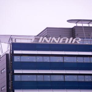 Finnairin pääkonttori, ulkokuva.
