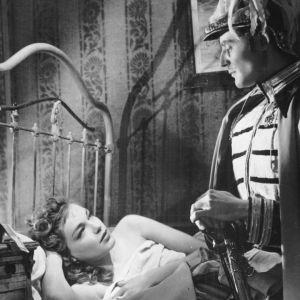 Simone Signoret ja Gérard Philipe elokuvassa Intohimojen karuselli