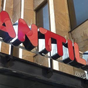 Anttilaskylt i Åbo. Anttila stänger i Åbo 2014.