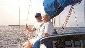 Helgan ja Einon tarina kerrotaan SuomiLOVEn verkkosivuilla.