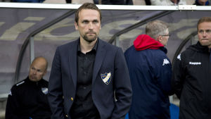 HIFK-tränaren Jani Honkavaara har fått utstå kritik.