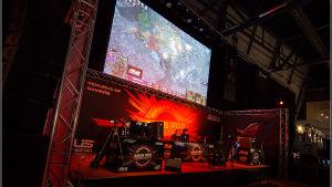 Starcraft 2 -ottelu Assembly Winter 2014 -tapahtumassa.