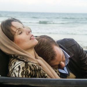 Marthe Keller ja Stephen Collins elokuvassa Fedora - arvoituksellinen nainen