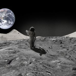 astronautti huiskuttaa kameralle kuun pinnalla