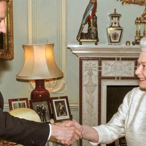 Kuningatar Elisabetin aikana Iso-Britanniassa on ollut 12 pääministeriä Winston Churchillistä David Cameroniin.