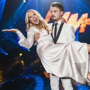 Krista Siegfrids ja Roope Salminen Uuden Musiikin Kilpailussa finaalissa.