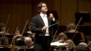 Riccardo Muti johtaa Chicagon Sinfoniaorkesteria.