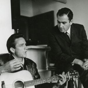 Johnny Cash ja hänen managerinsa Saul Holiff