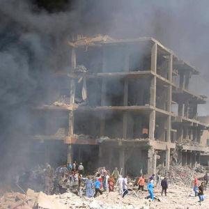 Hus i ruiner efter IS attack i staden  Qamishli.