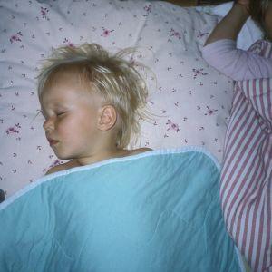 Barn snarkar ofta när de har varit förkylda. Om barnet snarkar trots att det inte har varit sjukt ska man låta en läkare titta på svalget.