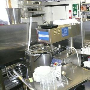 Köket i Landsängens daghem är planerat för 70 portioner per dag, men tillreder i dag mer är tredubbelt antal portioner.