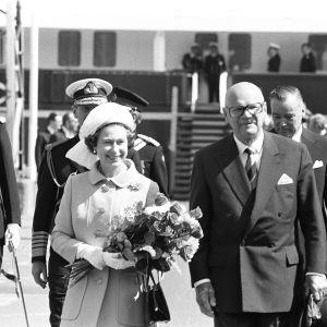 Englannin kuningatar Elisabeth II ja presidentti Urho Kekkonen (1976).