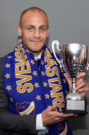 Daniel Sjölund med den allsvenska bucklan, fotbollsgalan 2015.