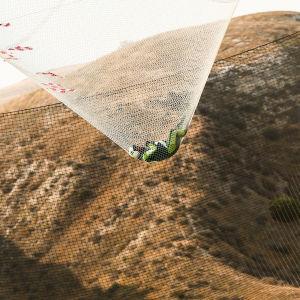 Luke Aikins hoppade 7,6 km utan fallskärm och landade i ett nät.