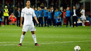 Cristiano Ronaldo ska slå den avgörande straffen mot Atletico Madrid