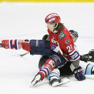 Mika Partanen bänkade sig på Juha-Pekka Pietilä i den första kvartsfinalmatchen mot Pelicans.