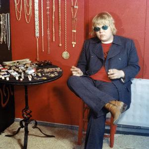Poplaulaja Marrku Suominen veljensä Tapion esikoiselokuvassa Narrien illat (1970).