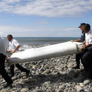 Vrakdelar som komma från MH370 hittades på ön Réunion nära Madagaskar i juli 2015.