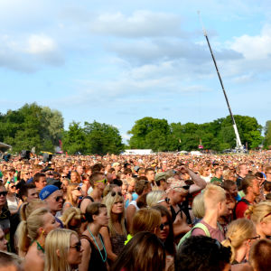 Mycket människor på festival.