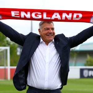 Sam Allardyce tar över det engelska landslaget i fotboll.