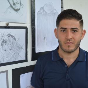 Taif Al-Daragi ställer ut bilder på Galleri Focus i Karis.