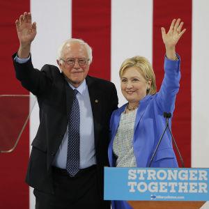 Hillary Clinton och Bernie Sanders i Portsmouth, New Hampshire den 11 juli 2016. Det var här Sanders för första gången uttryckte sitt stöd för Clinton.