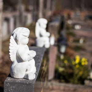 Prydnadsänglar på gravsten