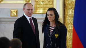 Vladimir Putin och Jelena Isinbajeva träffas före det ryska OS-laget åker till Rio.