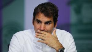 Roger Federer efter semifinalförlusten i Wimbledon.