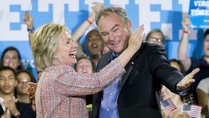 Hillary Clinton och Tim Kaine under presidentvalskampanjen i Virginia