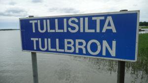 skylt med texten Tullisilta Tullbron