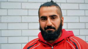 Mufid Azad är tränare i kickboxning.