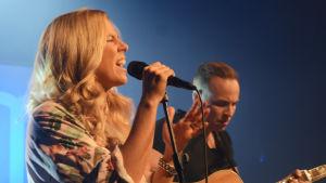 Krista Siegfrids på Succémorgons femårsfest