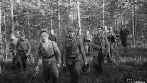 Vetäytyviä miehiä 14.6.1944