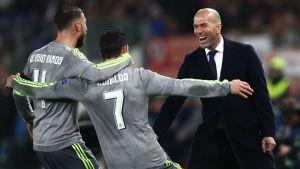Zinedine Zidane tycker att Cristiano Ronaldo ska stanna i Real Madrid.