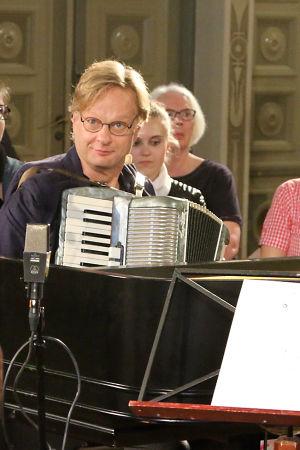 Iiro Rantala ensimmäisessa Iiron musiikkiluokan jaksossa.