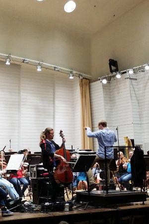 Turun filharmoninen orkesteri johtajanaan Ville Matvejeff. Työn alla on 11.8.2016 kantaesityksensä saava Olli Virtaperkon sellokonsertto Romers's Gap. Solistina on Perttu Kivilaakso.
