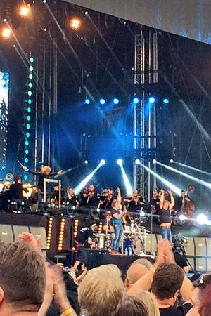 Eppujen ja Tampere filharmonian yhteisesiintyminen Tampereella 2016.