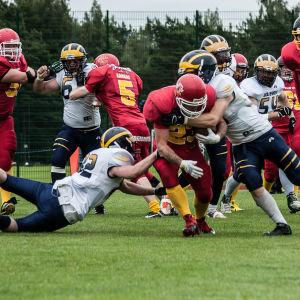 Helsingforslaget Wolverines i vitt i en match mot Hangölaget Sun City.