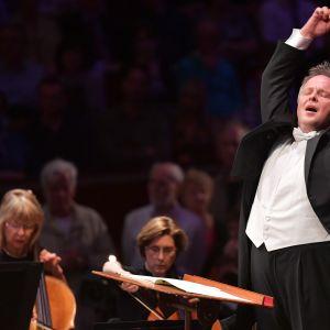 Sakari Oramo johti BBC:n sinfoniaorkesteria Proms 2016 -festivaalin ensimmäisenä iltana Lontoossa 16. heinäkuuta.