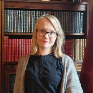 Johanna Slotte utbildar volontärer inom äldreomsorgen