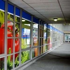 Exteriör av matbutik.