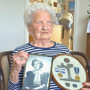 Margit Tall är en av Finlands första kvinnliga spårvagnschaufförer.
