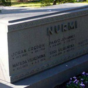 Paavo Nurmis grav i Åbo.