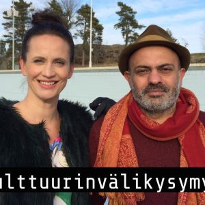 Henkilöt kuvattu Helsingin uimastadionilla