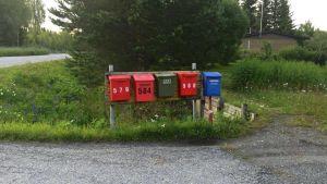 postilaatikot, kesäkirje, uusi päivä,